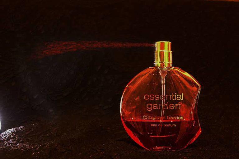 Spraying-perfume