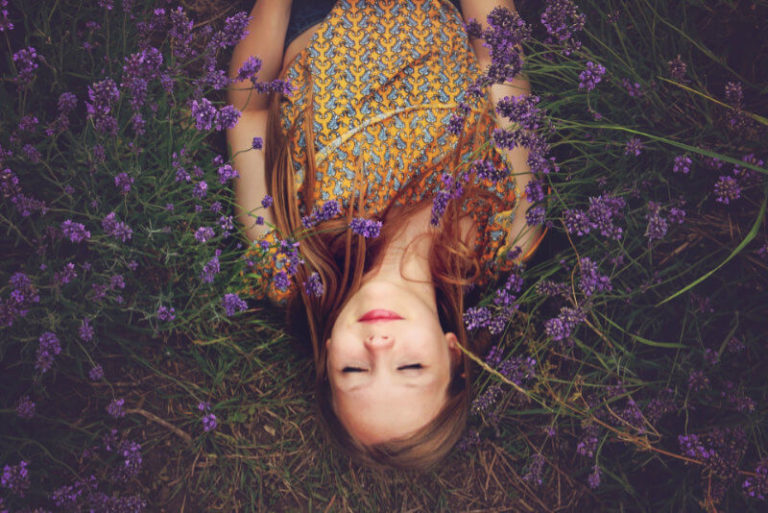 Woman-laying-in-flowers